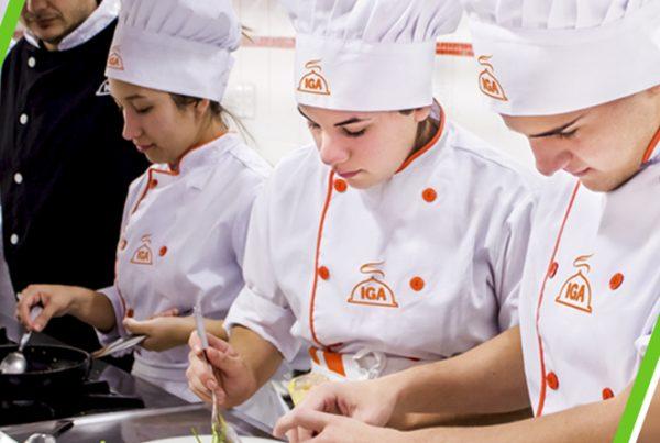 Alunos da Rede IGA em curso de gastronomia e alta cozinha